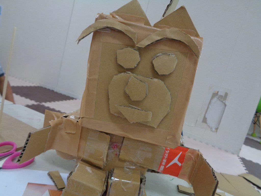 ハートリンク放課後等デイサービス港南台 *ダンボールでロボット作り*